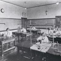 1926ClassOfPhysicsLab.jpg