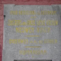 Plaque des demi-pensionnat et externat à Nouveau-Bois, Gand, en néerlandais.