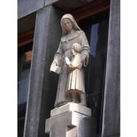 Chapelle publique exterior statue